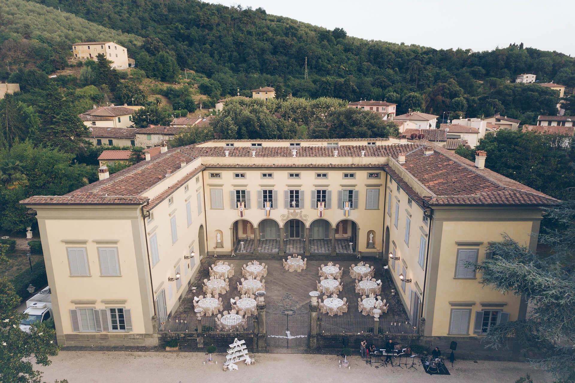 vista dall'alto di villa le molina, location per matrimonio